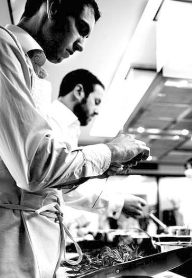 equipe cuisiniers patissiers passionnes